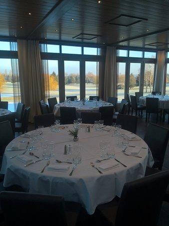 Crecy-la-Chapelle, France: salle de restaurant