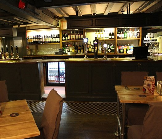 Slough, UK: Our bar...