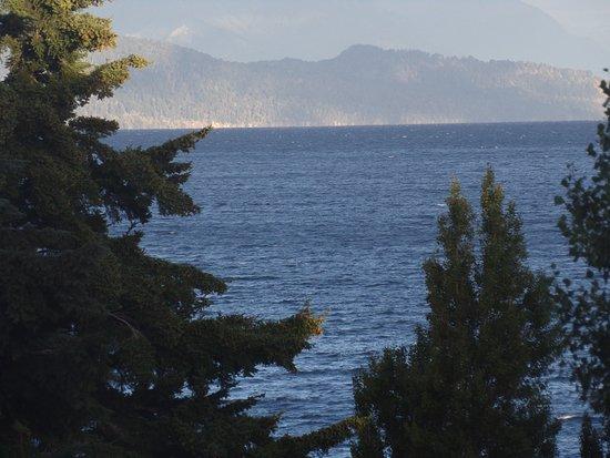 Ayres del Nahuel: Vista lateral al lago