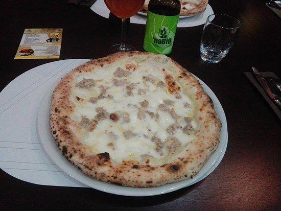 Cimitile, إيطاليا: Patty + birra biologica artigianale