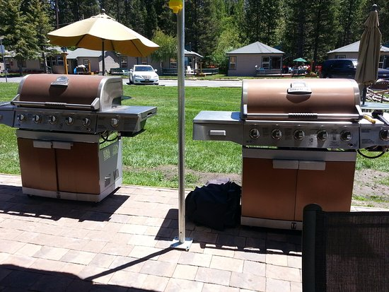 Tahoe Vista, Kalifornia: Outdoor Grills in the Common Area