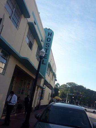 Miami Beach International Traveler's Hostel: foto desde la calle 9
