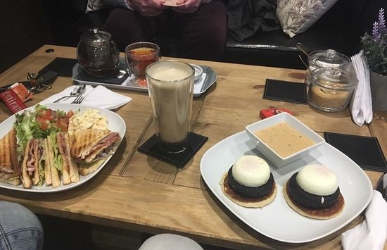Paisley, UK: Woodlands Coffee House and Tea Room