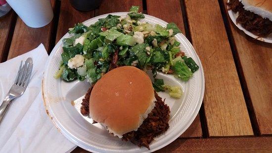 Hermann, Μιζούρι: My BBQ pork sandwich and salad!