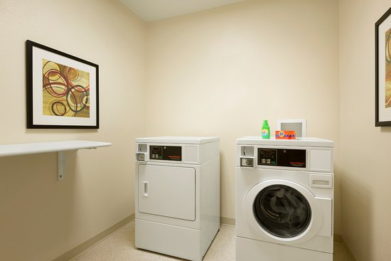 Fairfield Inn & Suites Houston I-45 North: Guest Laundry Room
