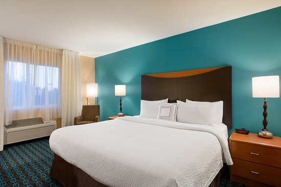 Fairfield Inn & Suites Houston I-45 North: King Guest Room