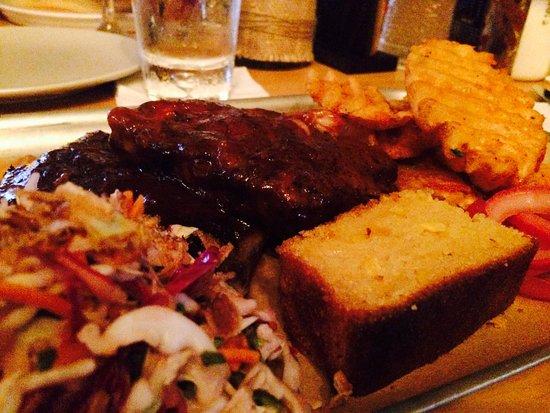 Palm Beach, Australie : Pork Ribs, good slaw, corn bread & great potato crisps