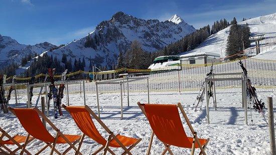 Brand, Austria: Relaxen mit Blick auf die Piste