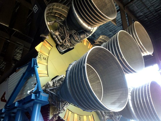 U.S. Space and Rocket Center: Massive Apollo Rocket Engines up close