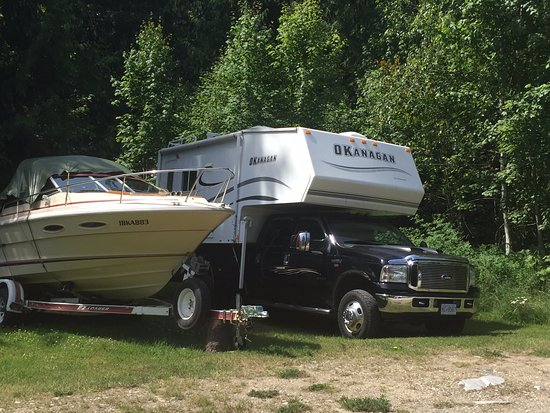 Crawford Bay, Canada: Best RV and camping! Bring your boat.
