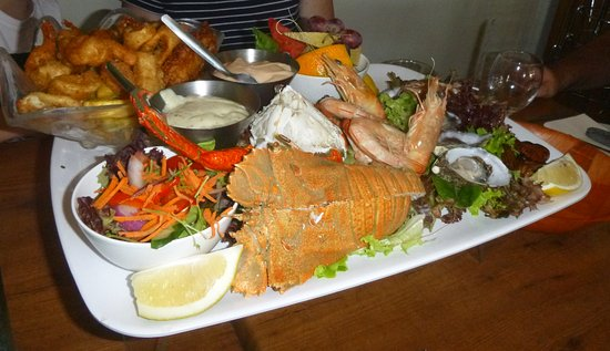 Noosaville, Avustralya: Seafood Platter great to share