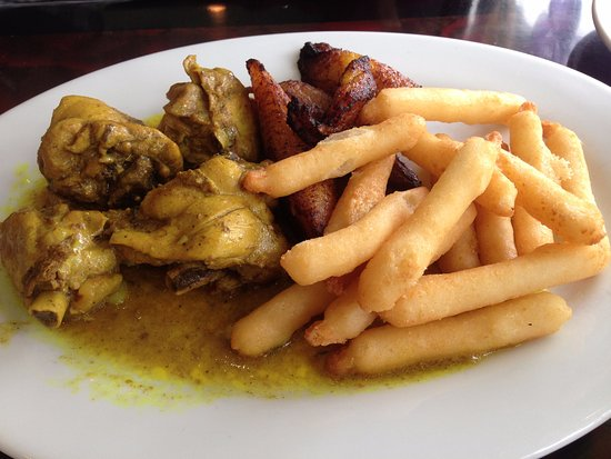 Kennesaw, Gürcistan: curry chicken with yucca fries and plantains