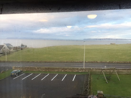 Thurso, UK: Big room & fab view to the sea.