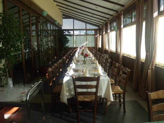 Tavagnasco, Włochy: La tavolata in veranda