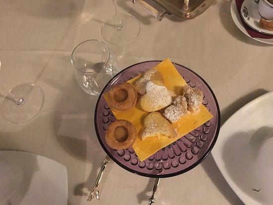 Legnago, Italia: Pasticceria servita con caffe