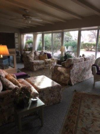 Joseph House Inn: Living room for guests to enjoy.