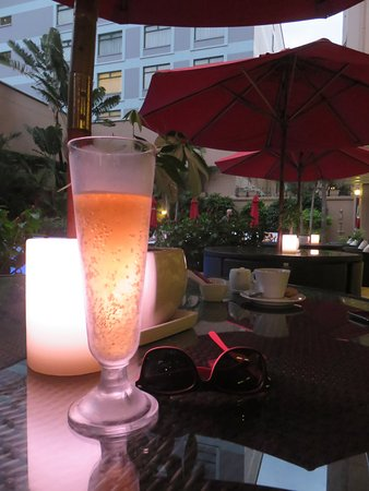 Caravelle Saigon: tall & cool - one of the many good lagers in Sai Gon / Ho Chi Minh City