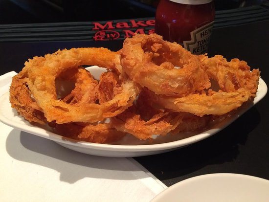 Sunset Hills, MO: Don't miss the onion rings...light & flaky