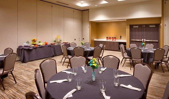 Lehi, UT: Banquet Rounds Setting