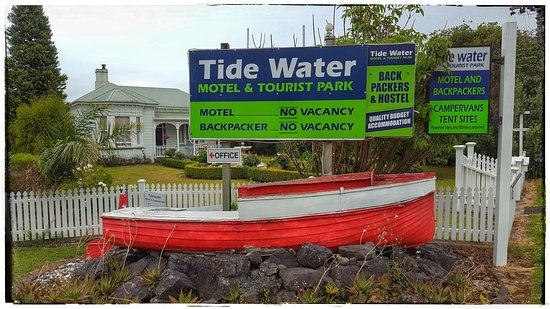 Tidewater Motel & Tourist Park: Book ahead... this is a popular place.