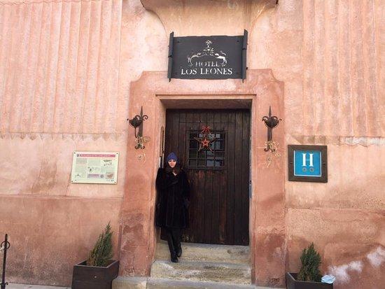 Rubielos de Mora, España: preciosa entrada al hotel.