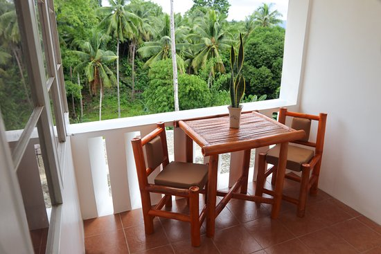 Guindulman Bay Tourist Inn: Bamboo Suite Balcony