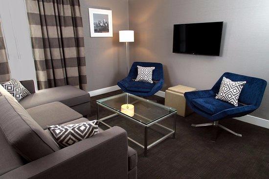 Sandman Hotel Edmonton West: King Suite
