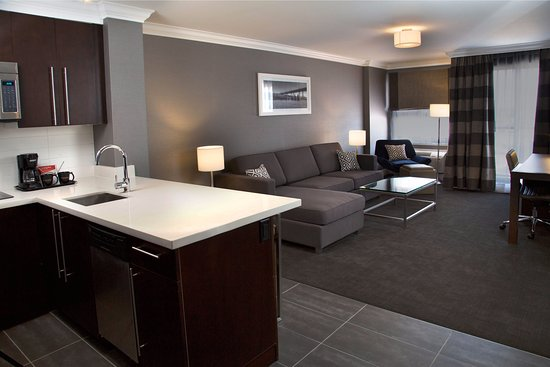 Sandman Hotel Edmonton West: Executive King Suite