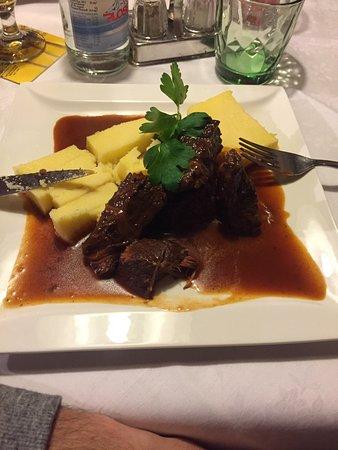 Кьюза, Италия: Goulasch con polenta