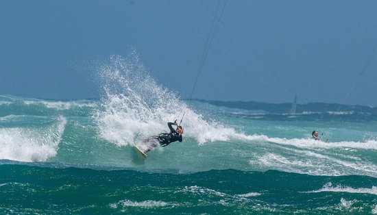 Makawao, Χαβάη: Kanaha is the best kite surfing spot in the world! Wave riding lessons and clinics available!