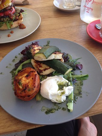 Windsor, Αυστραλία: Zucchini and Haloumi stack