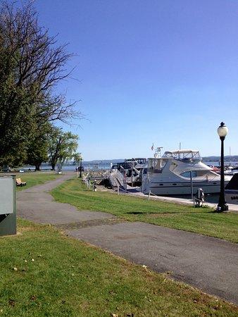 Liverpool, Estado de Nueva York: boat arena inside the park