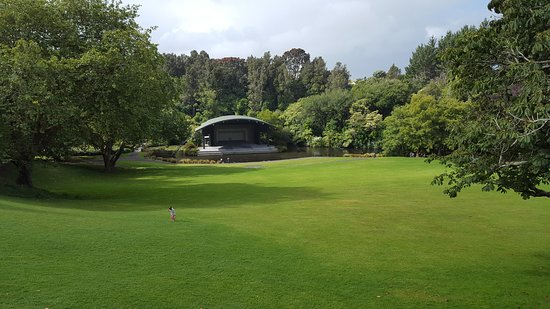 New Plymouth, New Zealand: Brookland Bowl in Pukekura Park