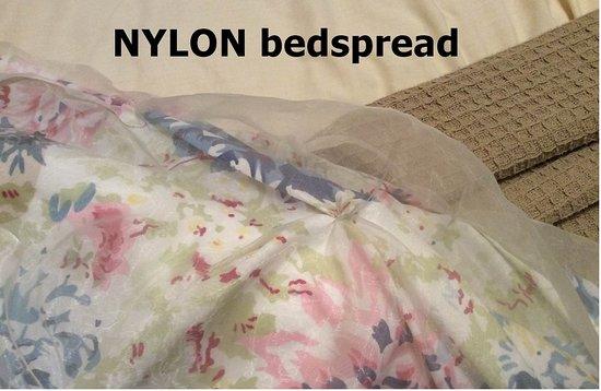 Nundle, Austrália: old nylon bedspread