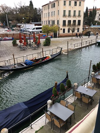 HOTEL OLIMPIA Venice: The canal from out our window