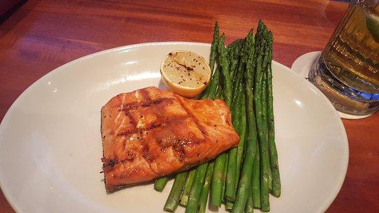 วีลลิง, อิลลินอยส์: Salmon dinner