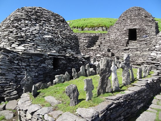 Portmagee, Irland: The graveyard within the monastery