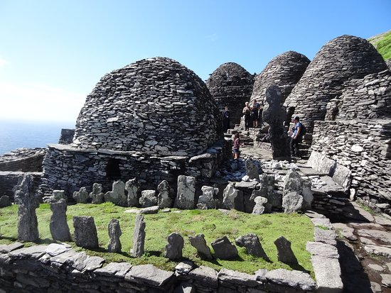 Portmagee, Irland: Beehive huts and the graveyard