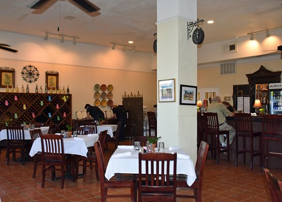 Van Horn, TX: Interior of the dining room and bar