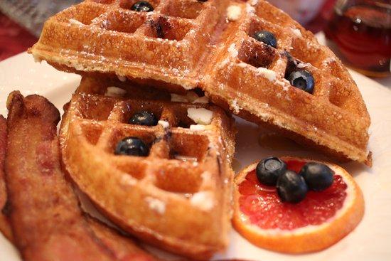 Martin Hill Inn: Fresht waffles!