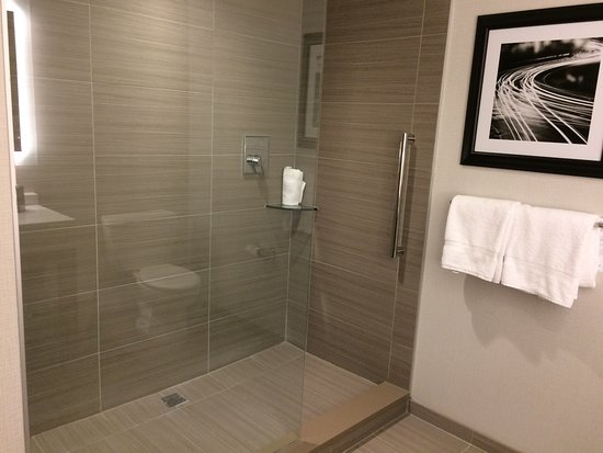 Akron, OH: Open walk-in shower