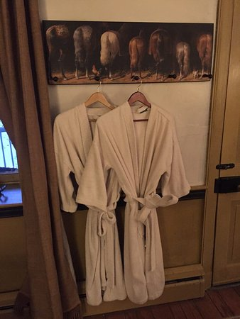 Fallen Tree Farm Bed and Breakfast: Spa-quality robes - lovely touch