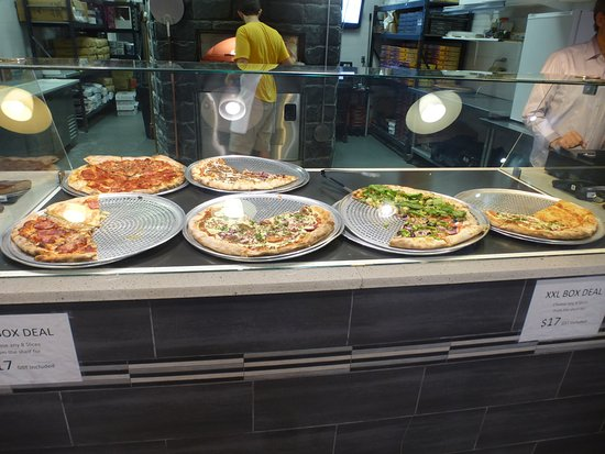 New Westminster, Canada: A good selection of pizzas - unfortunately not labeled