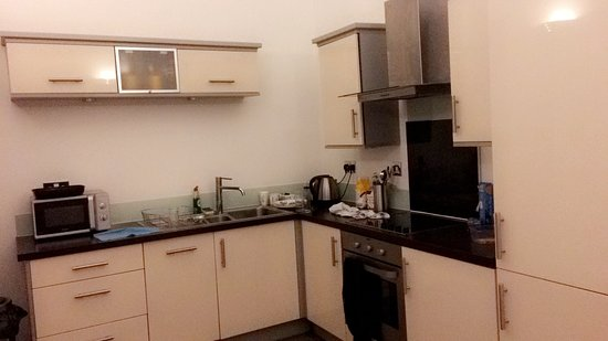 Staycity Aparthotels Laystall Street : view of the kitchen of our aparment