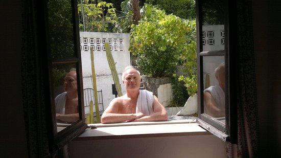 Monchique, Portekiz: Вид из моего номера - пошёл в бассейн.