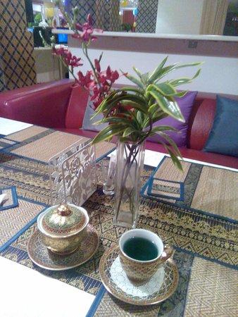 Тай Паттара Ресторан: Синий чай в ресторане Thai Pattara Restuarant