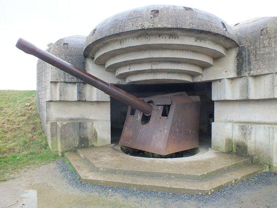 Longues-sur-Mer, Francja: avec canon