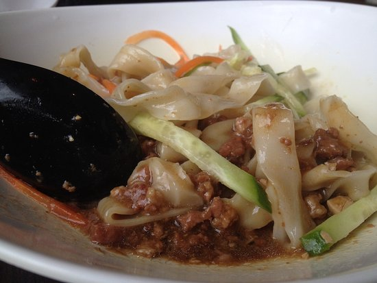 Flat noodles with ground pork - Picture of Chef Hung