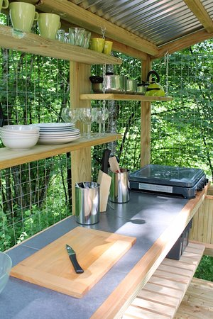 Uzerche, France: Bell Tent Cooking Station - Camping Moulin de la Geneste