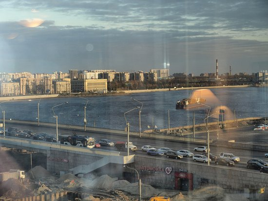 Moscow Hotel: vue sur la Néva depuis la fenêtre de la chambre
